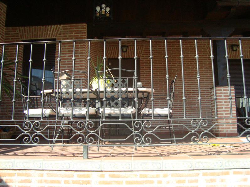 Puertas de hierro en madrid rejas de hierro en madrid - Barandillas madrid ...
