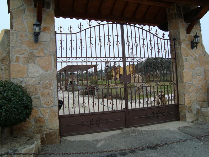 Puertas de hierro en madrid rejas de hierro en madrid for Rejas de jardin