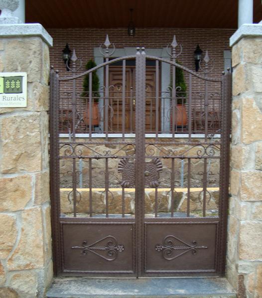 Puertas de hierro en madrid rejas de hierro en madrid - Rejas de hierro para puertas ...
