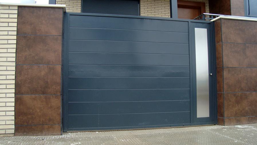 Puertas de hierro en madrid rejas de hierro en madrid for Modelos de puertas de fierro modernas