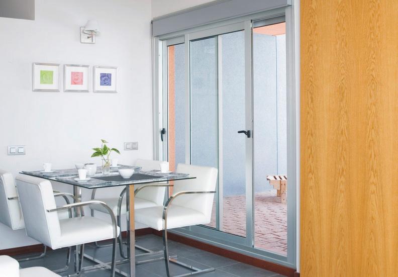 Modelo de puertas de aluminio excellent modelo full glass for Modelos de puertas de aluminio y vidrio